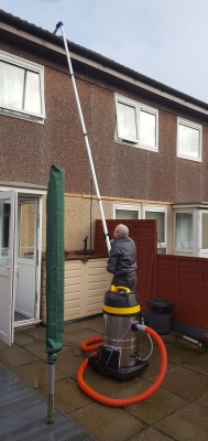 cleaning gutter in craigshill